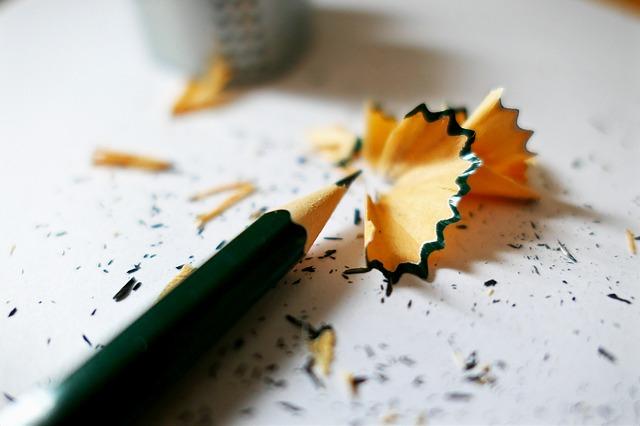 écrire au crayon